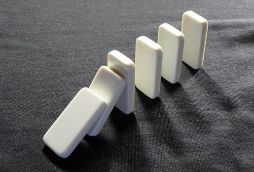 domino staan